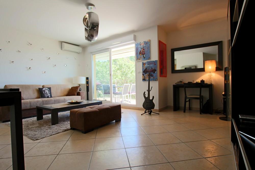 hy res ouest avec vue sur le ch teau sans vis a vis spacieux appartement t2 de standing avec. Black Bedroom Furniture Sets. Home Design Ideas